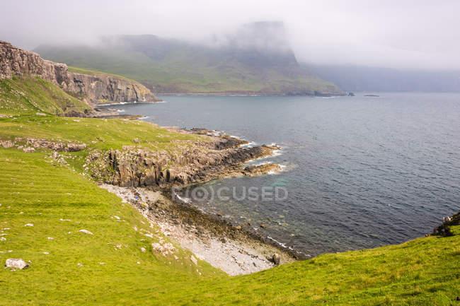 Scotland, Highlands, Isle of Skye, Glendale, Neist Point, Scenic coastal landscape with green rocks in foggy weather — Stock Photo