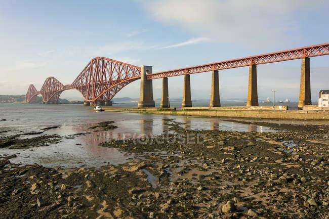 Regno Unito, Scozia, Edimburgo, South Queensferry, Forthbridge, South Queensferry, North Queensferry — Foto stock