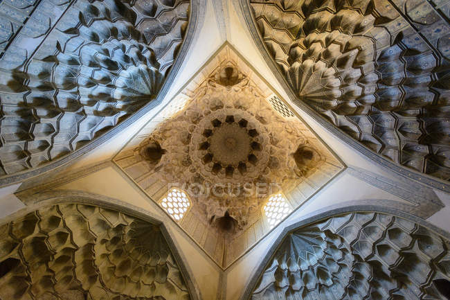Ceiling decorated ornate ornaments and patterns in Samarkand, Samarkand Province, Uzbekistan — стокове фото