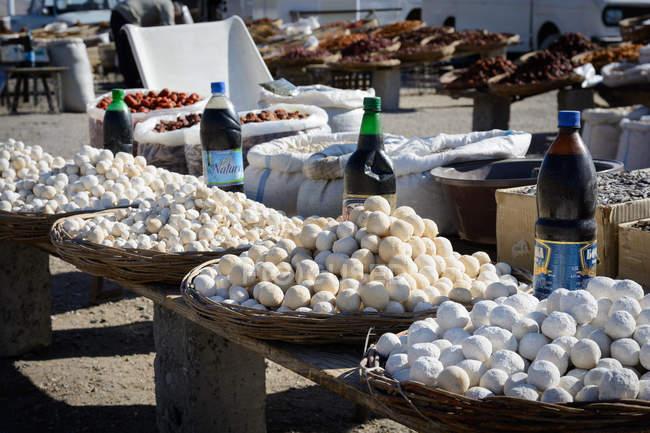 Uzbequistão, Distrito de Urgut, mercado de rua à passagem — Fotografia de Stock