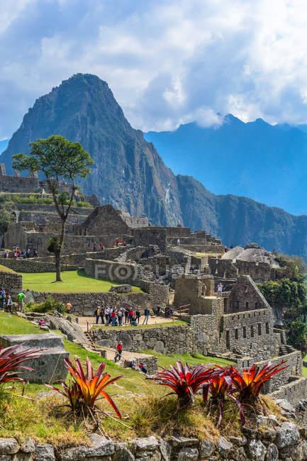 Перу, Куско, напрямку Urubamba, мальовничим видом Мачу-Пікчу є світової спадщини ЮНЕСКО, натовпи туристів, sightseeing — стокове фото