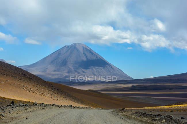 Боливия, Departamento de Потоси, Sur Лопес, вулкана Ликанкабур на границе между Боливией и Чили — стоковое фото