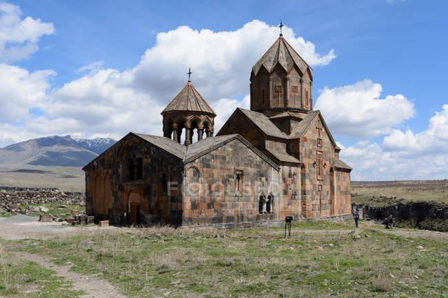 Armenia, provincia de Aragatsotn, Ohanavan, Monasterio de Hovhannavank junto al mar - foto de stock