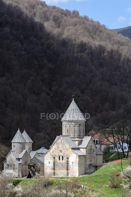 Arménie, Province de Tavush, Haghartsin, Monastère de Haghartsin dans les montagnes — Photo de stock