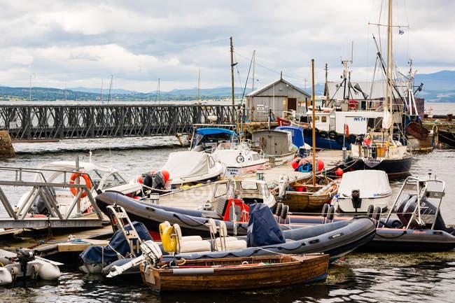 United Kingdom, Scotland, Highland, Cromarty, Black Isle, Ship landing stage in the port of Cromarty — Stock Photo