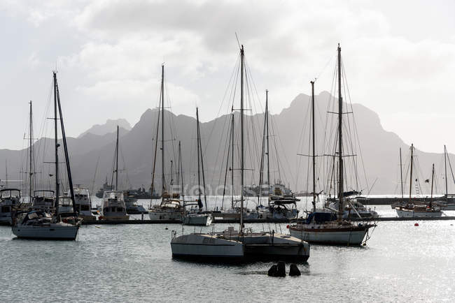 Cape Verde, Sao Vicente, Mindelo, moored boats in harbor in sunny daylight — Stock Photo