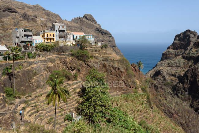 Cabo Verde, Santo Antão, Ponta do Sol, Fontainhas, Pequena aldeia nas montanhas à beira-mar — Fotografia de Stock