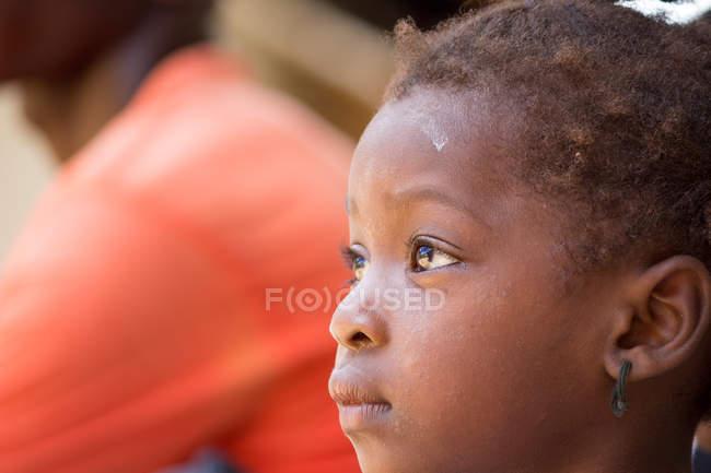 Côté Portrait de fille africaine, île de Pemba, Zanzibar, Tanzanie — Photo de stock
