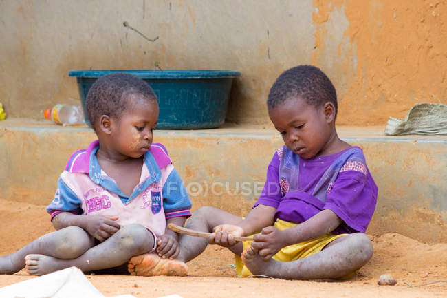 Tanzania, Zanzibar, Pemba Island, Two children playing in dirty ground, children, village life — Stock Photo