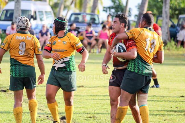 Острова Кука, Айтутаки, регби игра Aitutaki против Rarotonga — стоковое фото