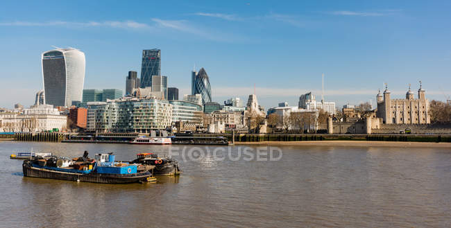 Великобритания, Англия, Лондон, Вид на офисное здание Thames — стоковое фото