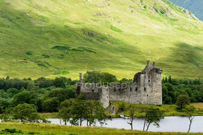 Vereinigtes Königreich, Schottland, Argyll und Tribute, dalmally, loch awe, Blick auf die Burgruine Kilchurn — Stockfoto