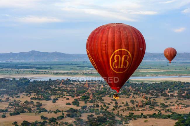 М'янма (Бірма), Mandalay регіону, старі Баган, повітряні кулі, пролітаючи над Баган — стокове фото