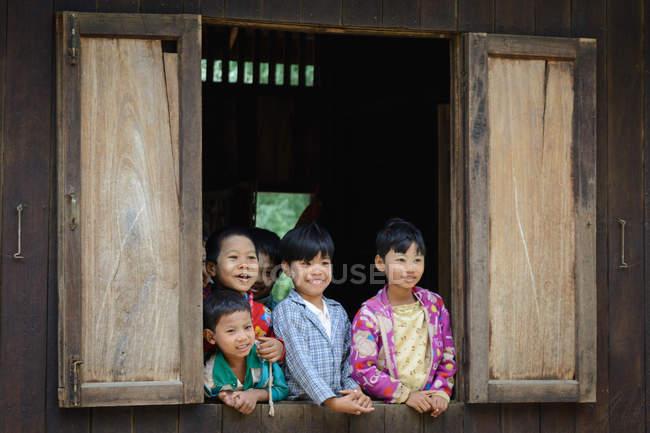 Myanmar (Burma), Mandalay Region, Taungtha, Taung Ba, Mandalay Province, Taung Ba Primary School — Photo de stock
