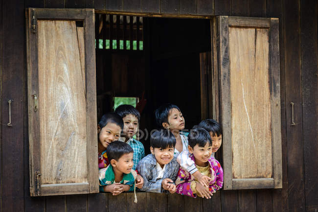 Myanmar (Burma), Mandalay Region, Taungtha, Taung Ba, Mandalay Province, Taung Ba Primary School — Stock Photo
