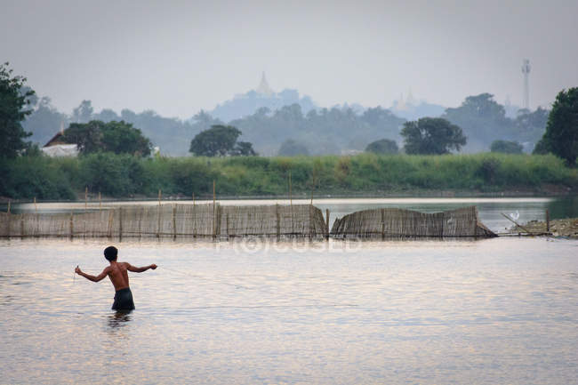 Myanmar (Burma), Mandalay region, Amarapura, U-leg bridge, Amarapura — Stock Photo