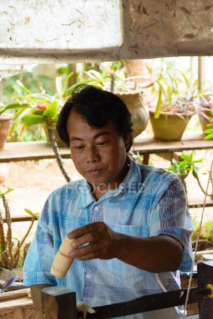 М'янма (Бірма), Шань, Pindaya, виготовлення парасольки — стокове фото