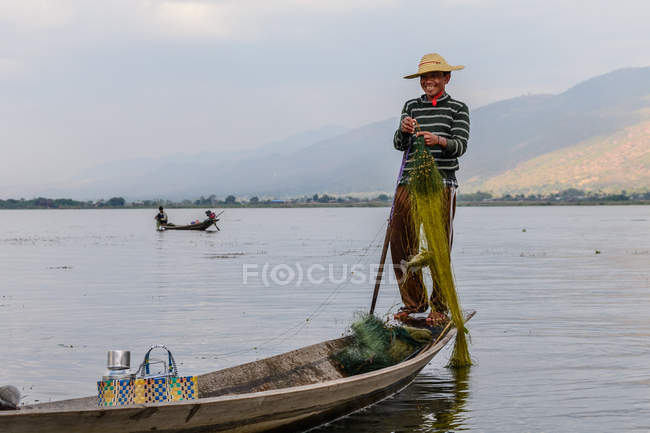 Myanmar, Shan, Taunggyi, legendary monkey-rowers from Inle Lake — Stock Photo
