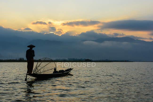 М'янма (Бірма), Шань, Taunggyi, легендарного мавпа веслярів від озері Інле озера — стокове фото
