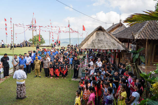 KABUL BULELENG, BALI, INDONESIA - AUGUST 17, 2015: people in traditional wear during the national holiday — Stock Photo