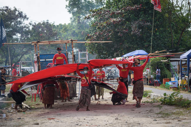 Indonesia, Bali, Kota Denpasar, Hang-gliding Festival Mel Tanjung in Sanur — Stock Photo