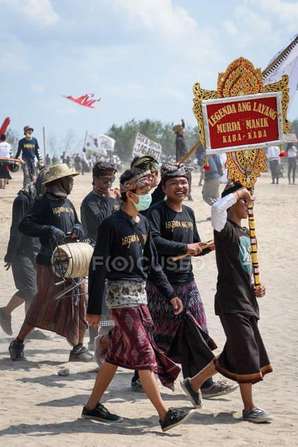 Indonesia, Bali, Kota Denpasar, Hang-gliding Festival Mel Tanjung in Sanur — Photo de stock