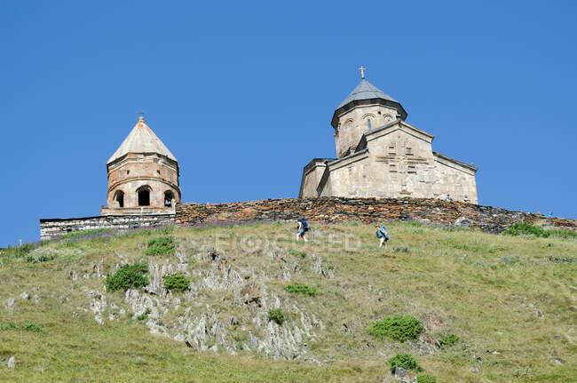Geórgia, Mzcheta-Mtianeti, Stepanzminda, Tsminda Sameba, mosteiro, a leste — Fotografia de Stock