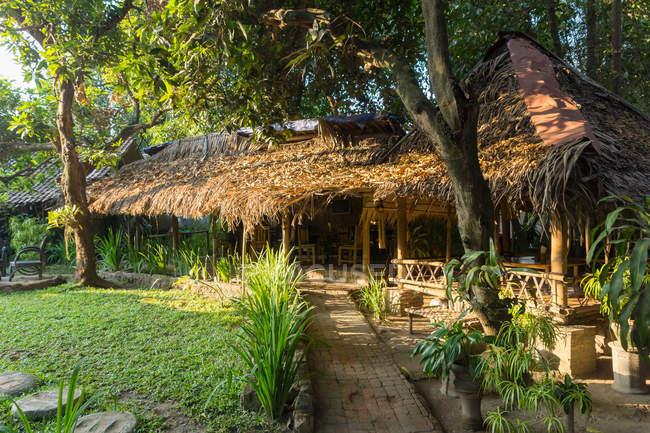 Indonésie, Java, Magelang, Restaurant végétarien en plein air — Photo de stock