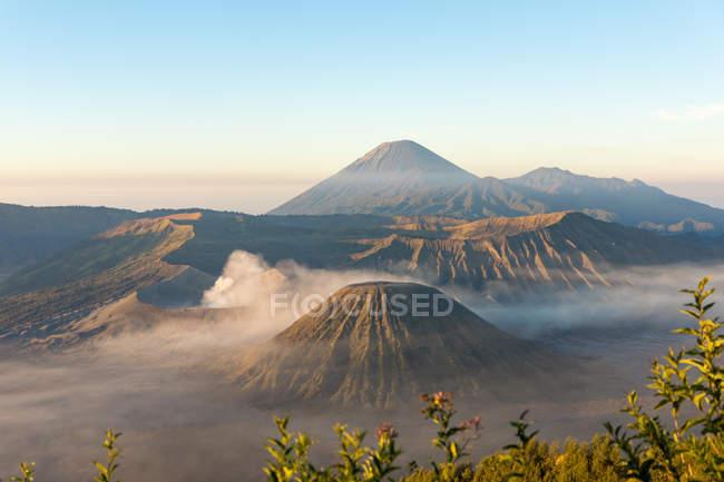 Indonésia, Java, Pasuruan, vista da paisagem vulcânica — Fotografia de Stock
