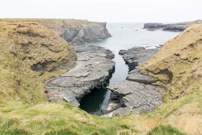 Paysage côtier rocheux de la belle-Irlande, comté de Clare, — Photo de stock