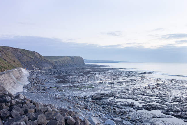Ireland, County Clare, Stone Beach, Coast near Lahinch, Rocky coastal seascape view — Stock Photo