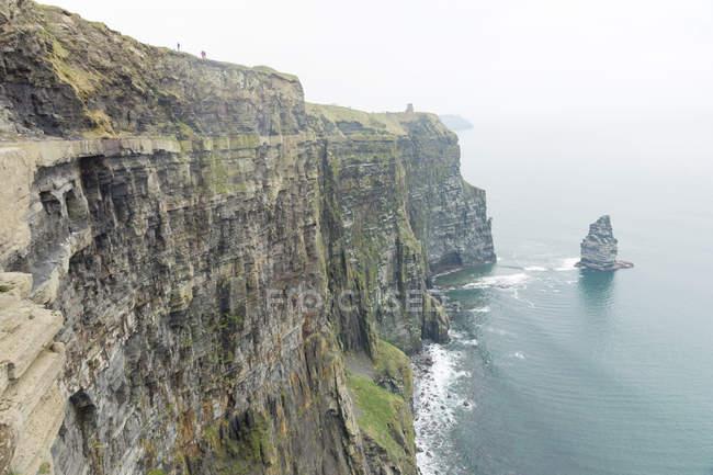 Irlanda, faces de rocha íngreme County Clare, Cliffs of Moher, à beira-mar — Fotografia de Stock
