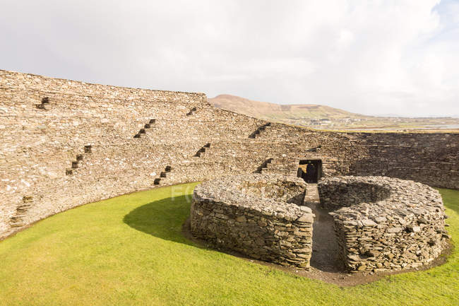 Ireland, Kerry, County Kerry, View of restored ice-ring fort — Stock Photo