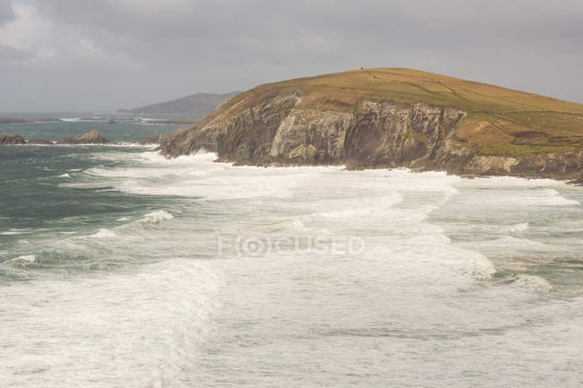 Ireland, Kerry, County Kerry, Ring of Kerry, Strong waves on coast of Ring of Kerry — Stock Photo