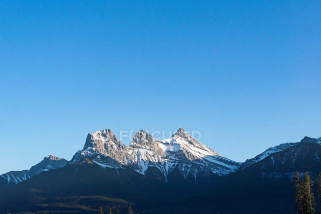 Canada, Alberta, Banff National Park, summit in the evening sunlight — Foto stock