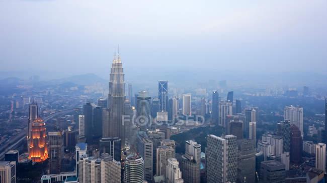 Malaysia, Wilayah Persekutuan Kuala Lumpur, Kuala Lumpur, outlook over Kuala Lumpur city with modern architecture — Stock Photo