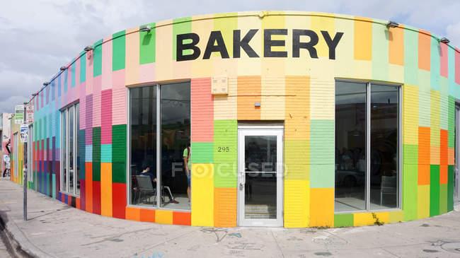 Estados Unidos, Florida, Miami, Una panadería colorida, Wynwood Walls - foto de stock