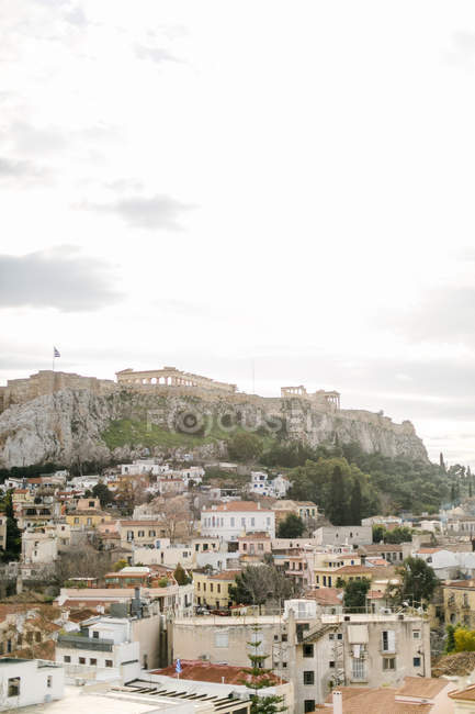 Greece, Attica, Athina, old town in front of the Acropolis, Acropolis view from the roof terrace of a hotel — Stock Photo