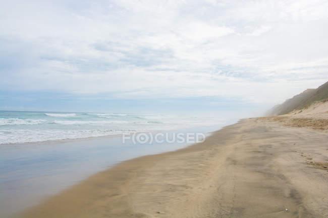 New Zealand, Northland, Baylys Beach, Baylys Beach in moody weather — Stock Photo