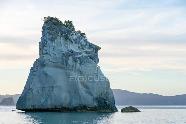 Nuova Zelanda, Waikato, penisola di Coromandel, scogliere calcaree vicino alla baia di Cathedral Cove, Cathedral Cove, Hahei — Foto stock