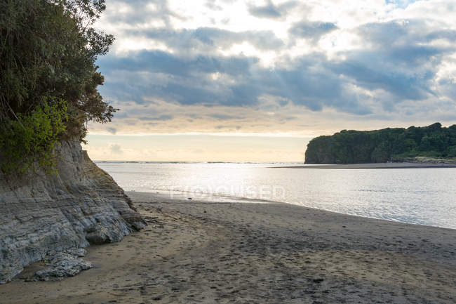 New Zealand, Taranaki, Tongaporutu, beach on the coast of Tongaporutu at sunset — Stock Photo