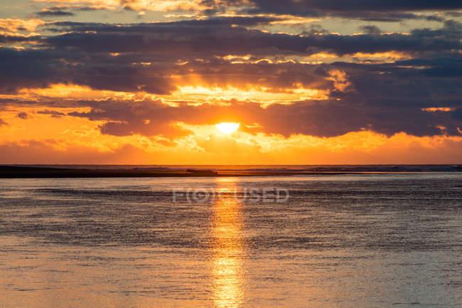 Nova Zelândia Taranaki, Tongaporutu, pôr do sol no mar — Fotografia de Stock