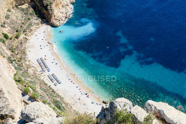 Spagna, Comunidad Valenciana, El Poble Nou de Benitatxell, Spiaggia della Costa Blanca, vista dall'alto — Foto stock