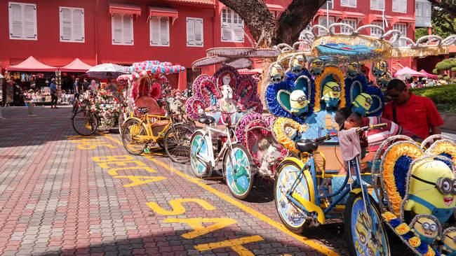Kitschige Rikschas in Melaka Altstadt, Melaka, Melaka, Malaysia — Stockfoto