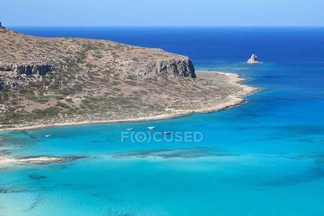 Греція, Крит, Балос пляж на острові Кріт, мальовничі пташиного польоту скелястому узбережжі — стокове фото