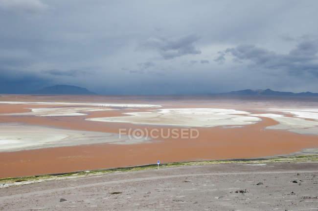 Bolivien, Departamento de Potosi, Laguna Colorada, malerische Landschaft mit natürlichen Seen — Stockfoto