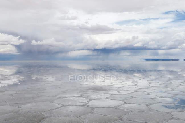 Боливия, Депардье де Пальма, Нор Лопес, соленая пустыня Уюни в сезон дождей — стоковое фото