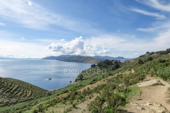 Bolivia, Departamento de la Paz, mountain landscape on Lake Titicaca — Foto stock