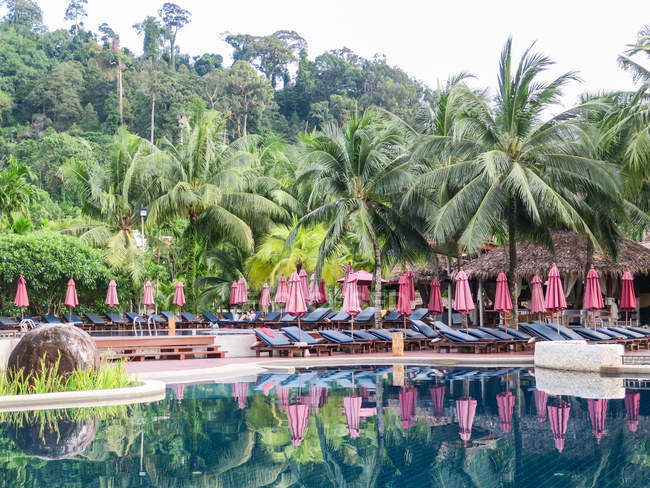 Таїланд, Чанг Wat Пханг Нга, тамбон Khuekkhak, басейн курорту Laguna в Khao Lak — стокове фото