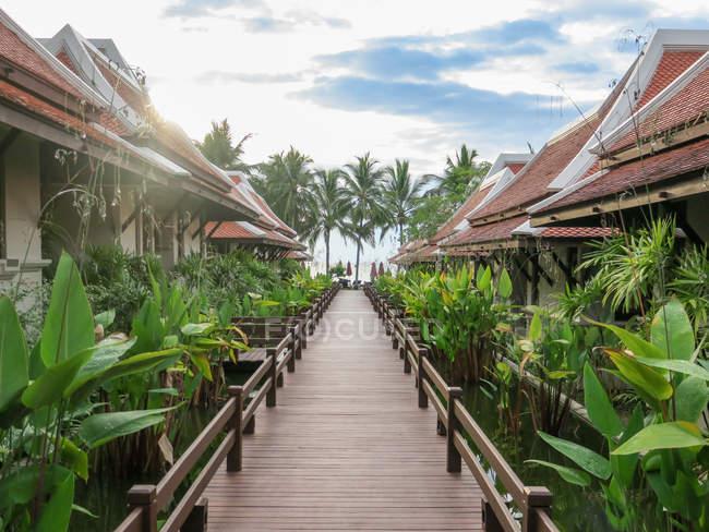 Thailand, Chang Wat Phang-nga, Tambon Khuekkhak, Bungalows at the Laguna Resort in Khao Lak — Stockfoto